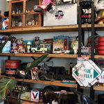 Indy Room Cafe - 棚。雑貨が沢山です