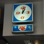 Indy Room Cafe - 今や日本で入手困難なロイヤルクラウンコーラの時計
