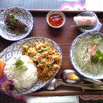 クルーズダイナー - タイ風野菜炒めご飯デザートセット