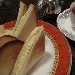 クラインブルー - ホットサンドセット。玉子サンドと紅茶
