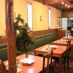 カフェ セルヴァ - 可愛らしい店内
