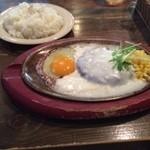 トム ボーイ カフェ - ハンバーグステーキ w/ホワイトソース
