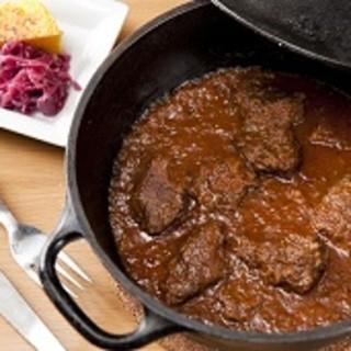 スペシャリテ「グーラッシュ」牛肉の赤ワイン・パプリカ煮込み