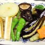 鉄板焼 屯 - 野菜盛合せ焼です。いろいろな野菜の味が一度に楽しめます。
