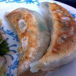 東京ラーメンとん珍亭 - 1つ食べましたセットの餃子3ヶです