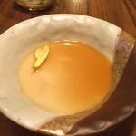 居酒屋 かまどか - お通しの「とろとろ豆富」‼️ 見た目はプリンのようだが出汁が効いてます。