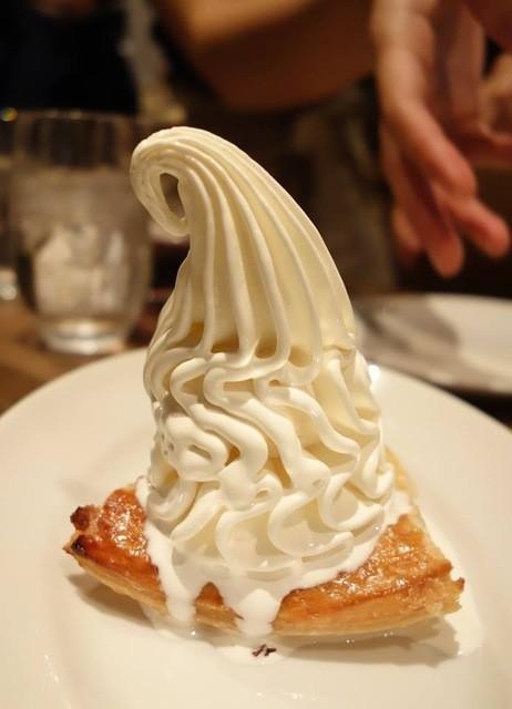 ビオディナミ 神保町店 - クレミアを使ったアップルパイ