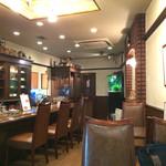 珈琲工房 - 落ち着いた色合いの空間、禁煙で、目にも鼻にも優しい(笑)