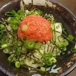 34463591 - ほぐした明太子に海苔や葱たっぷり、明太子丼300円