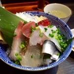 まぐろのなかだ屋 - 日替わりサービスの海鮮丼です!