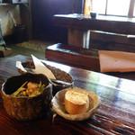 木古里 - 2013年8月 ランチセットのサラダ、パン