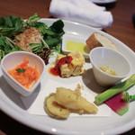 ベルテンポ - 前菜5種盛り合わせ+パン☆