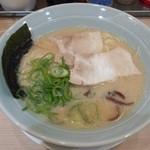 吉蔵 - 久留米ラーメン(白)530円