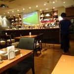 dining & bar ESTADIO - 店内はスポーツバーな感じ