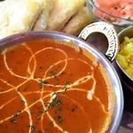 インドレストラン&バー マタ - キーマカレー。チーズナン。