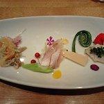 3447928 - 公魚のマリネ、鯛の桜スモーク、ナントカ貝(失念)の前菜