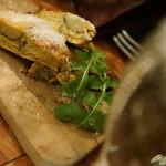 バール エ ターヴォラ カルダ ラ・ジョストラ - プロシュートとチーズのフリッタータ