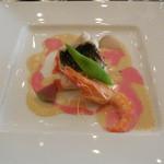 34472815 - 白身魚と天使海老を彩る紅白ソース