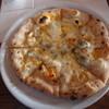 ルッチカーレ - 料理写真:3種のチーズのピッツア+200円