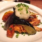 あえん - ジューシーなふもと鶏の竜田揚げに、色々な野菜を合わせた逸品。おろしポン酢でさっぱりと。