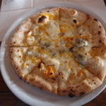 ルッチカーレ - 3種のチーズのピッツア+200円