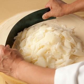 その場で削るラスパドゥーラチーズ