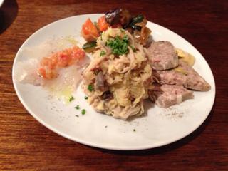 立飲酒場 富士見バル - 2014/12/20  気まぐれ3種盛り、しかし4種あります!嬉しい!