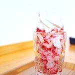 農園カフェ - シャリシャリ苺のソフトクリーム