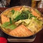 サカホン酒場 - もつ鍋のスープが美味しすぎる(≧∇≦)