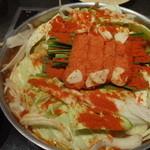 もつ福 - 上にのってる新鮮な明太子を鍋からはずして煮込みます。