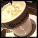 five feet cafe - ヘーゼルナッツフレーバーラテ꒰ ॢö৺ö ૢ๑꒱
