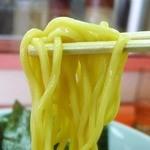 山岡家 - 麺は黄色い太麺