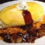 サロン卵と私 - スフレ卵のオムライス-ビーフとマッシュルームのデミグラスソース