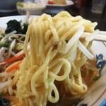 久屋らーめん - 15.01.24麺はこんな感じ 太麺とのインフォだが細い感じ