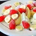 La Pullman Caffe' - イチゴとバナナのパンケーキ