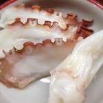 とんかつ 安右衛門 - 蛸と烏賊刺し 湯豆腐の生姜醤油で