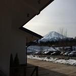 34509857 - お店の軒から富士山が