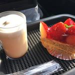コンディトライ カッツェ - 料理写真:おやつプリン  いちごのタルト