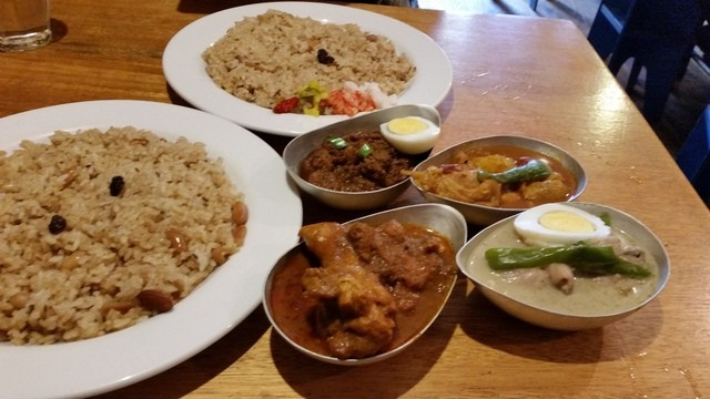 ネパールカレー 奈央屋 - 二人とも「2種盛り (650円)」。 「チキン」「キーマ」「野菜とチキン」「グリーン」を選択!