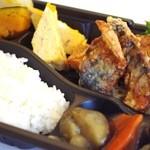 手作り弁当 こもれび - 料理写真:日替わり弁当(サバ竜田揚げ)