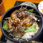 かきや NO KAKIYA - 甘辛味のかき丼。「牡蠣のやわらか煮」が8個ほど乗っている