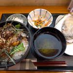 かきや NO KAKIYA - かき丼ランチセット(¥1130)。昼から生牡蠣というのは、生まれて初めての経験だ