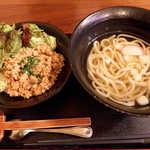 TAMAMIYA - 〔金曜ランチ〕鶏そぼろ丼セット(¥600)。甘辛い鶏そぼろがたっぷり、安いけど充実感あり