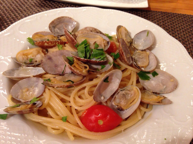 3 - アサリとトマトのペペロンチーノ