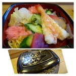 奴寿司 - ちらし(800円)・・海老・烏賊・カンパチ・デンプなどがのせられています。