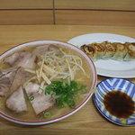 光軒 - 肉入(小)と餃子