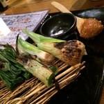 魚串 炙縁 - 野菜焼き葉玉ねぎ