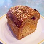 橋本屋製パン店 - ドライフルーツたっぷり