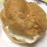 メイプル洋菓子店 - ウワサのシュークリームはクリームがギッシリ