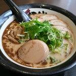 麺屋 伊織 - 味噌味、玉子チャーシューらー麺